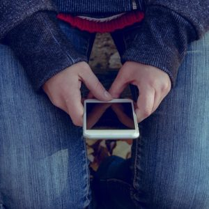 Seksting – nowa moda wśród nastolatków